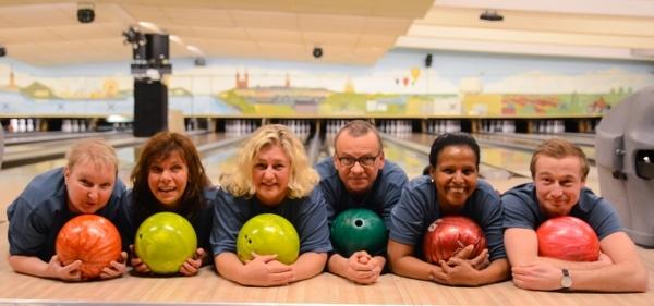 Glada bowlingspelare