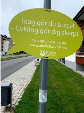 Ett av budskapen som mötte Älmhults cyklister under trafikantveckan 2019.