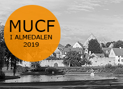 Vy �ver Almedalen i svartvitt, en orange cirkel med texten MUCF i Almedalen