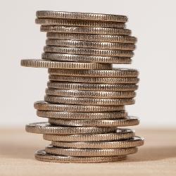 En bild på en trave med mynt, staplade på varandra