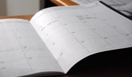 Foto av uppslagen kalender