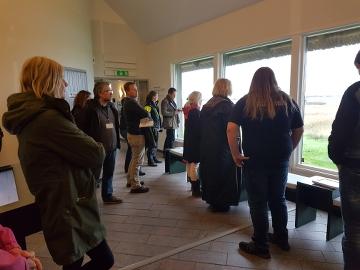Föreståndaren för Naturum Getterön berättade om verksamheten för projektdeltagarna. Foto: Josefin Levander