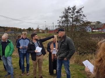 Deltagare i projektet Water Co Governance på fältbesök.