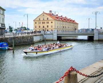 En sommartur med Paddan i Vallgraven, Göteborg. Foto: Misak Nalbandian
