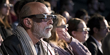 Visitors testing smart captioning glasses at a theatre play. Foto