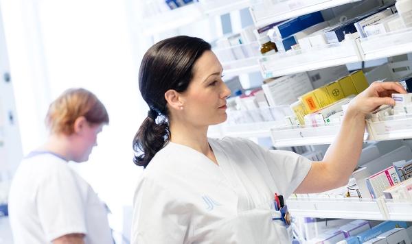 Personal bland medicinhyllor