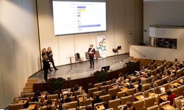 Moderator Kerstin Witalis och föreläsarna på scenen