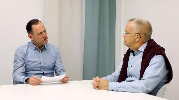Fredrik och Peter samtalar