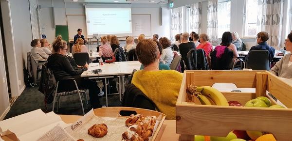 Bild från etikcaféet (fotograf: Fredrik Sandlund)