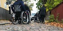 Inlevelseövningar i rullstol. Foto