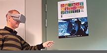 Håkan Eftring, projektledare och forskare på Certec vid Lunds Tekniska Högskola, använder VR-glasögon. Foto