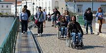 Personer i rullstol. Foto