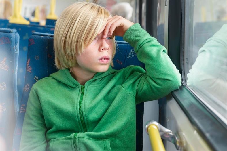 Pojke åker buss med kollektivtrafiken. Foto: Lars Owesson/Scandinav bildbyrå